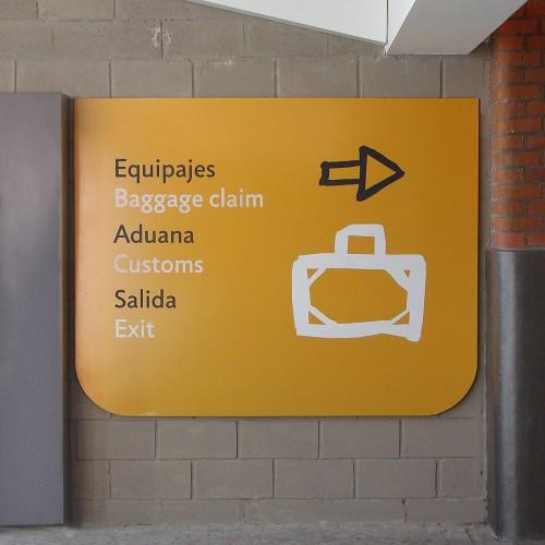 Terminal Buquebus, Puerto Madero. Señalética. Se trabaja con el espíritu del pintor Uruguayo Torres García. Une dos orillas.